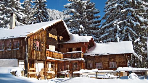schweiz reise im winter beliebte reiseziele schweiz schweiz chalet prafandaz schweiz winter. Black Bedroom Furniture Sets. Home Design Ideas